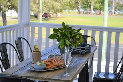 Watoomba House Seaviews overlooking park, sleeps 8, air con, room for your boat