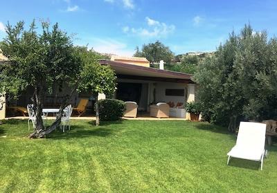 Casa vista mare con giardino e piscina sulla splendida collina di Cala di Volpe
