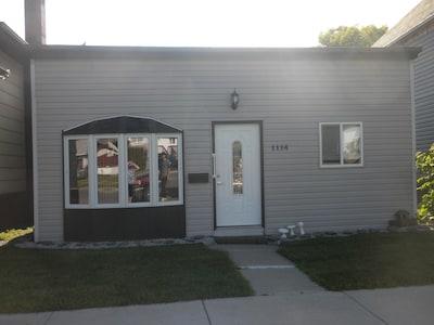 Vacation Home Thunder Bay 2 Bedroom House Sleeps 4 Near Airport, Bus, Cafes,Bars