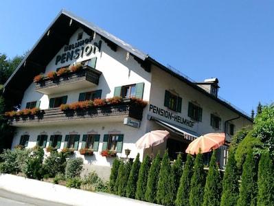 Helmhof, Pension