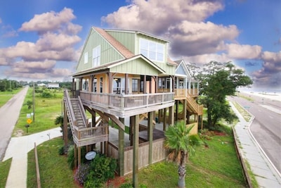 The Nest - A waterfront cottage sitting high above the tree tops