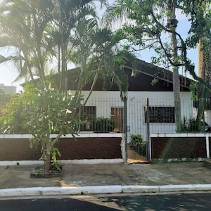 Casa Ampla Com Piscina e Quadra de Tênis