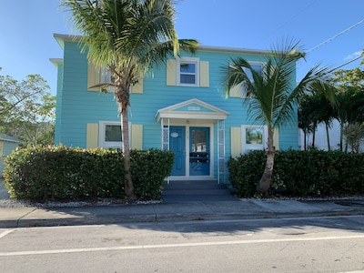 Studio #2 - Within Steps to Downtown Lake Worth Beach