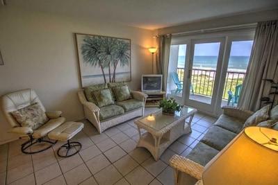 Flooring,Furniture,Living Room,Indoors,Room