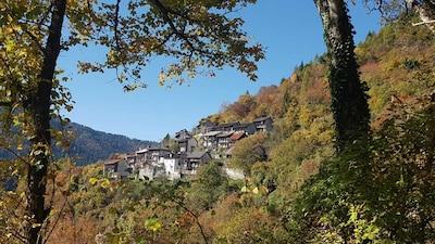 Casa Lina si trova nella contrada Chiappini presso la frazione di Arina