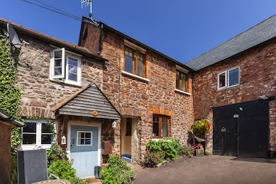 Cosy stone cottage on Exmoor National Park. cycle/walk from door. Pub 2 mins.
