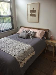 Main Bedroom, Queen size.