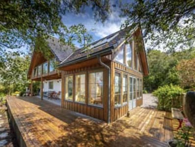 Stunning contemporary Argyll retreat with outstanding sea views.