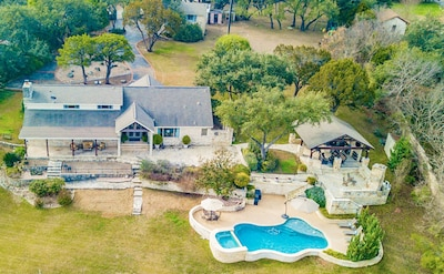 Gorgeous Lake Travis private retreat SLEEPS 16!