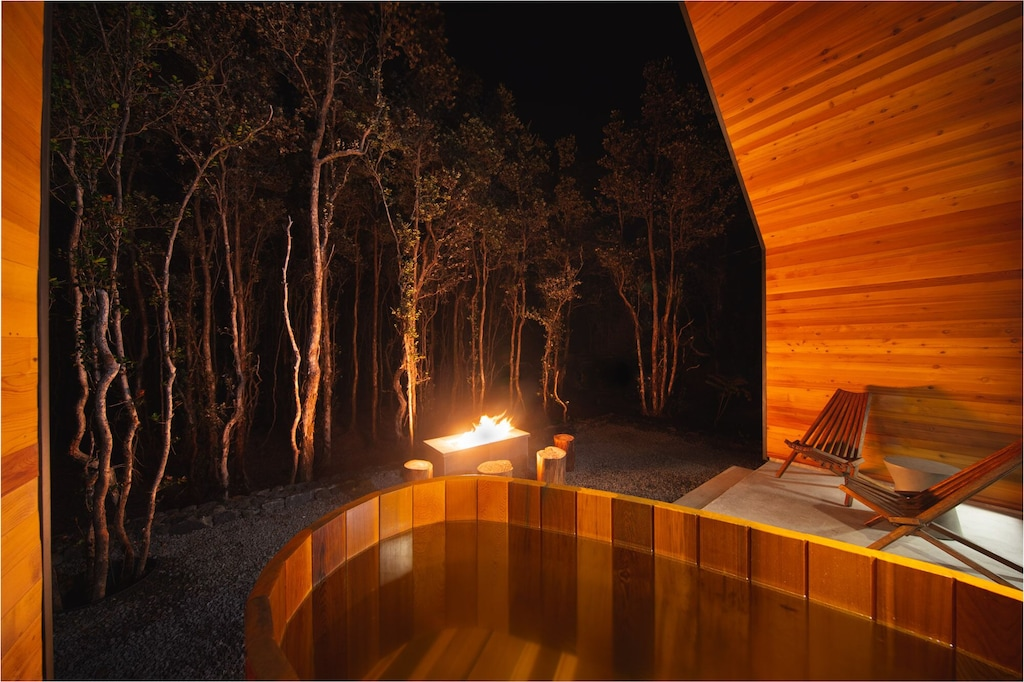 Firepit and hot tub at a Hawaii Airbnb on Big Island