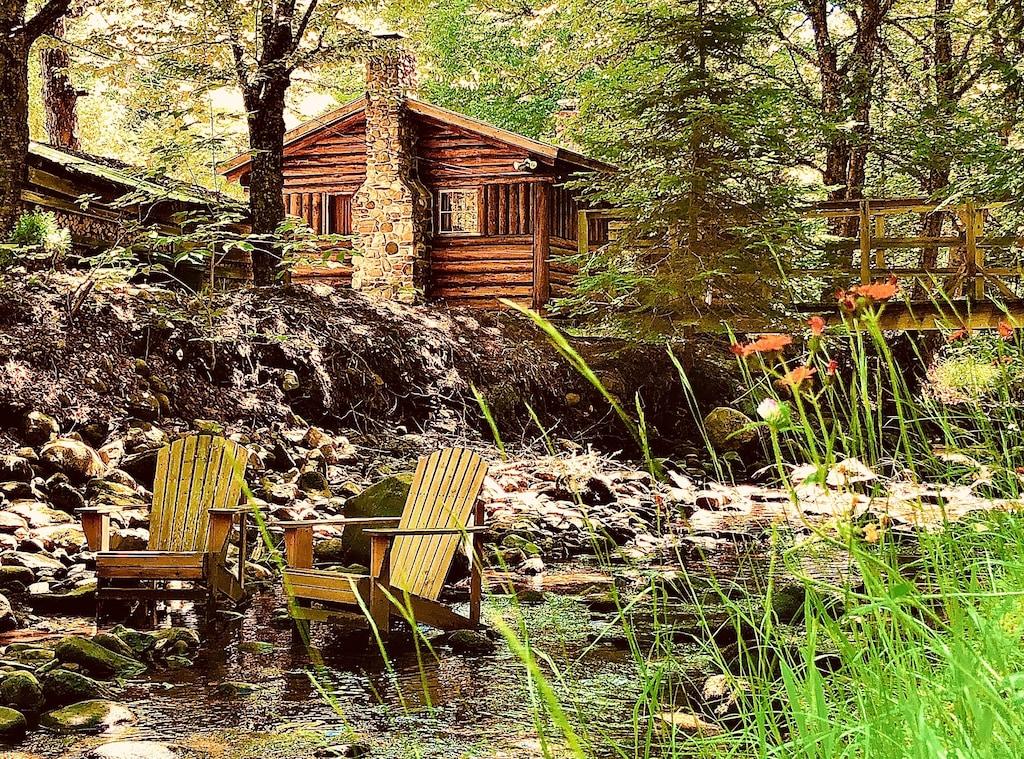 Rustic Log Cabin 4 Hand Hewn Wood Burning Fireplace Brook Full Kitchen Bath Lisbon