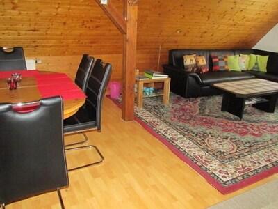 Gemütliche Dachwohnung mit Südbalkon-das offenes Ess -u. Wohnzimmer