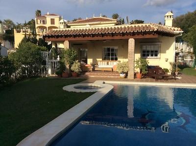 Villa de lujo y Apt10 minutos en coche de playas y campos de golf cercanos