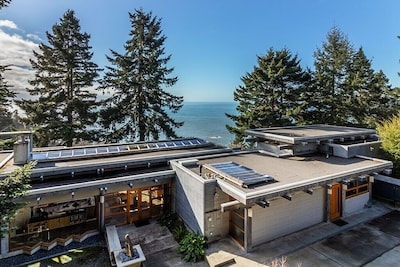 Sanctuary House is an architectural gem by the sea! - Sanctuary House is an architectural gem by the sea!
