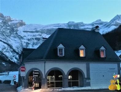 Appartement 6 personnes dans le village de Gavarnie avec vue sur le Cirque