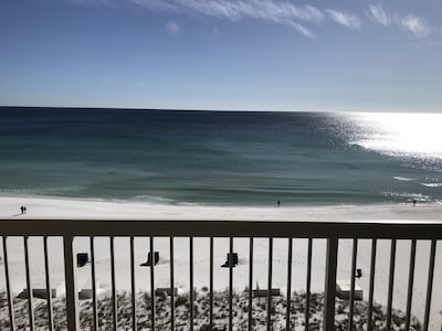Gorgeous beachfront view!  Now this is relaxing