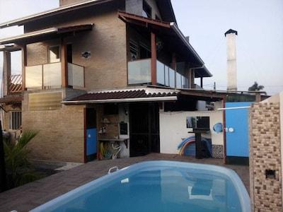 casa 3 pisos  250 m praia coroados