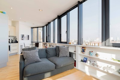Penthouse: Great Views and Fast and Easy into Central London (Superhost)