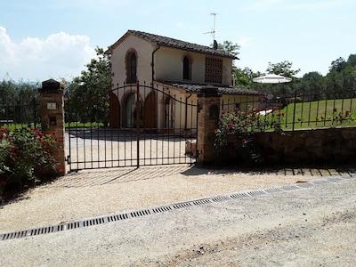 Fienile con piscina privata vicinissimo a San Gimignano,Siena,Volterra e Firenze
