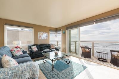 Living room ocean front.