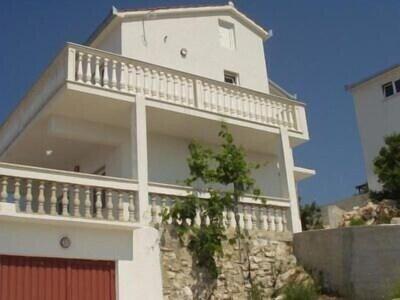 die Villa Sonja von der Seite - mit zwei gleichwertigen Studios/Appartements