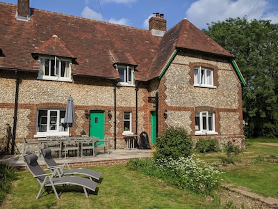 The Bear's Den - Refurbished cottage in heart of South Downs National Park