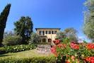 Himmel, Pflanze, Blume, Gebäude, Eigentum, Fenster, Pflanzengemeinschaft, Natürliche Landschaft, Baum, Haus