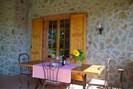 Tabelle, Möbel, Eigentum, Gebäude, Pflanze, Stuhl, Blumentopf, Textil, Interior Design, Holz