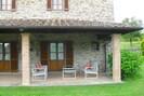 Fenster, Eigentum, Gebäude, Pflanze, Schatten, Stuhl, Hütte, Gras, Haus, Gartenmöbel