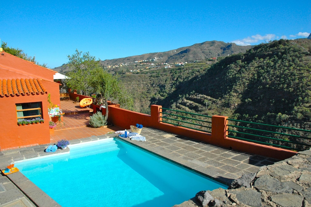 Villa with private pool and mountain views