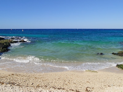 Área de entretenimiento con vista al mar y piscina para su boda de destino $ 2200 / mes LTR
