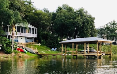 Lakefront fully renovated cottage with dock, boathouse and lift, kayaks & more