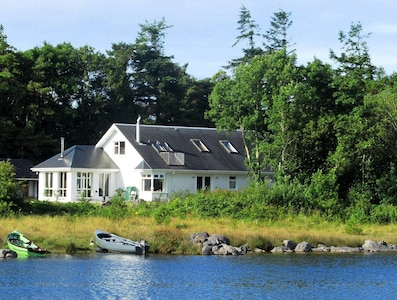 House direcrly on the shores of Lake Corrib