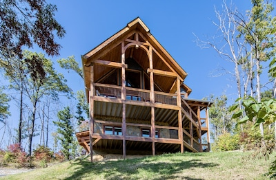 Front View of Five Bears Den Rustic Timber Home Cabin