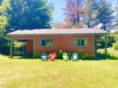 Azul cottage: 2 bedroom, 1 bath, full well stocked kitchen and propane fireplace