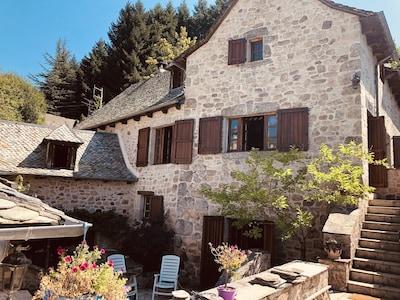 Fenêtres cuisine salon,  Cour intérieure patio, 2 chambres,  sapin Douglas
