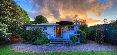 Maleny self contained Cottage & outdoor spa, walk to village cafes & restaurants