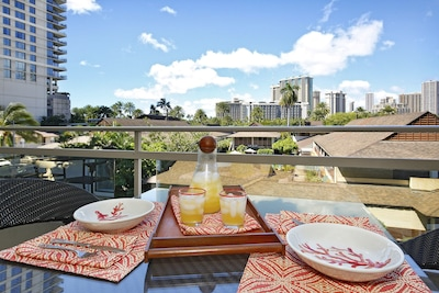 Relax on the large lanai!