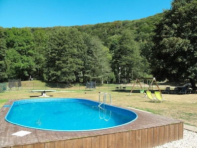 Swimming Pool, Property, Leisure, Water, Grass, Real Estate, House, Tree, Vacation, Backyard