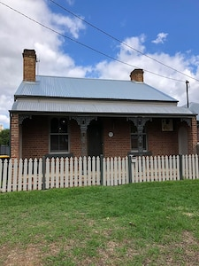 Cosy Cottage Heritage Listed
