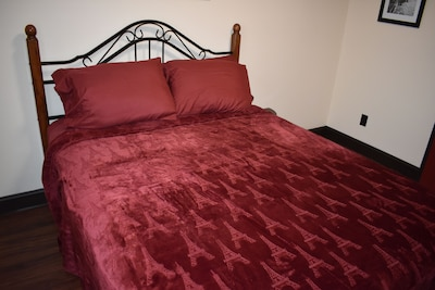 Queen-sized bed on the first floor, with direct access to a full bathroom
