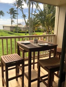 Front Room Lanai - Beautiful view/great for coffee or happy hour drinks