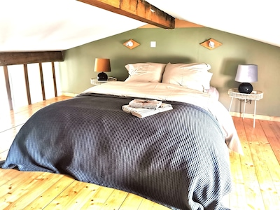 Un lit confortable dans un petit cocon de douceur !