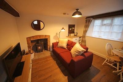 Cosy 18th Century Exmoor Cottage - Log Burner - Dog Friendly - Village Location