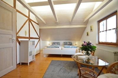 Ferienwohnung mit Garten und massivem Holzpavillon