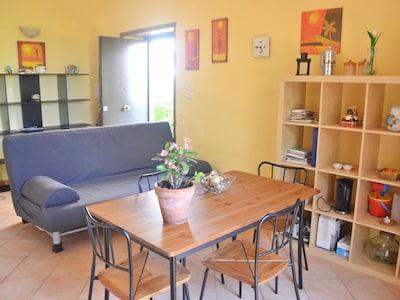 Appartamento A al Primo Piano in villa con giardino,  parcheggio e Wi-Fi
