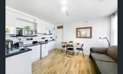 Close to all St Kilda attractions, Beach, Fitzroy St and the famous Acland St