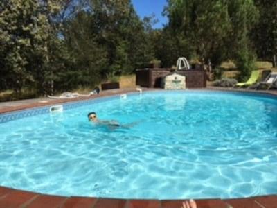 """Gîte 8 personnes, 2 piscines, 2 parkings privés """"Aux Gîtes du Causse"""""""