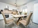 Esszimmer, Zimmer, Möbel, Eigentum, Interior Design, Tabelle, Gebäude, Fussboden, Haus, Küche