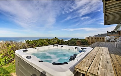 Panoramic Pacific vistas and a private hot tub await at this Lincoln City home